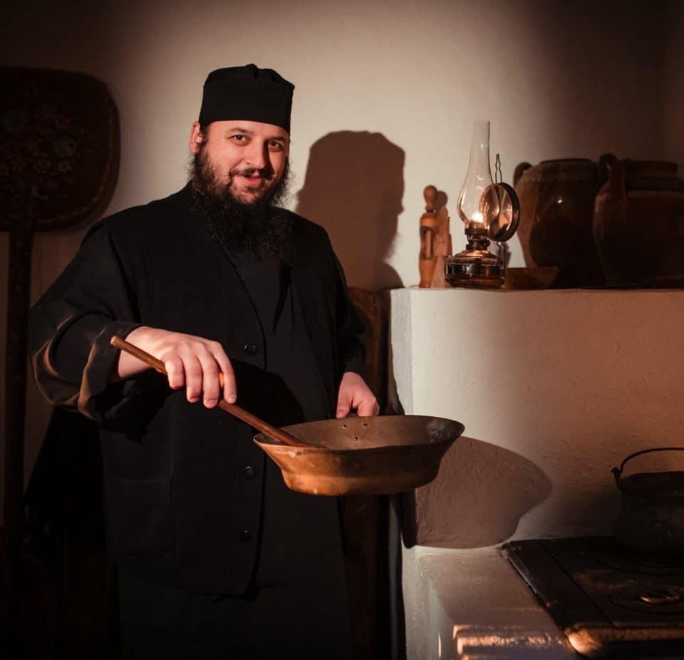 Monahul Efrem Băndărică - Interviu cu bucătarul îngerilor de la Mănăstirea Dervent