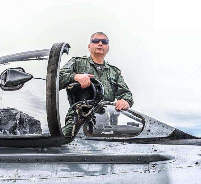 """Comandorul Gheorghe Stancu, fost comandant al Bazei Aeriene 57 Mihail Kogălniceanu, invitat special în revista """"Ambasador pentru România"""""""