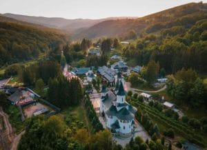 Sub ochii lui Dumnezeu - Manastirea Sihastria, asa cum se vede din cer. Foto: Bogdan Bulgariu/Doxologia