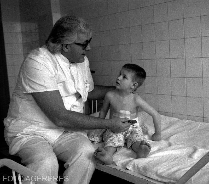 Dr. Alexandru Pesamosca, seful sectiei Chirurgie si medic eminent al Spitalului de Copii 'Grigore Alexandrescu'.